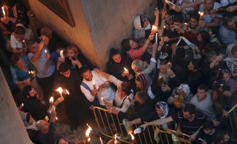 Με καθυστέρηση το Άγιο Φως στην Αθήνα -Με ειδικές πτήσεις σε όλη την επικράτεια