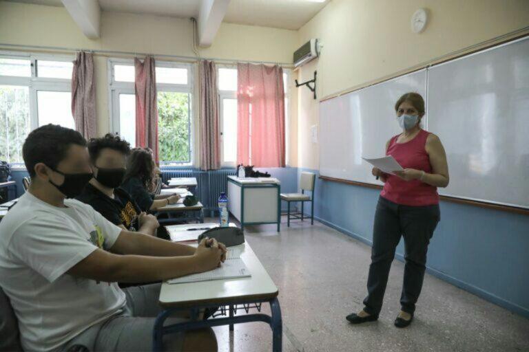 Self test σχολεία: Εκτός αίθουσας και τηλεκπαίδευσης οι μαθητές που αρνηθούν να το κάνουν