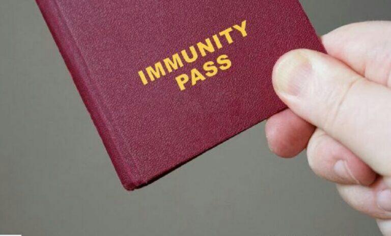 Πιστοποιητικό εμβολιασμού: Ο Λευκός Οίκος απορρίπτει τη δημιουργία ομοσπονδιακού διαβατηρίου εμβολιασμού