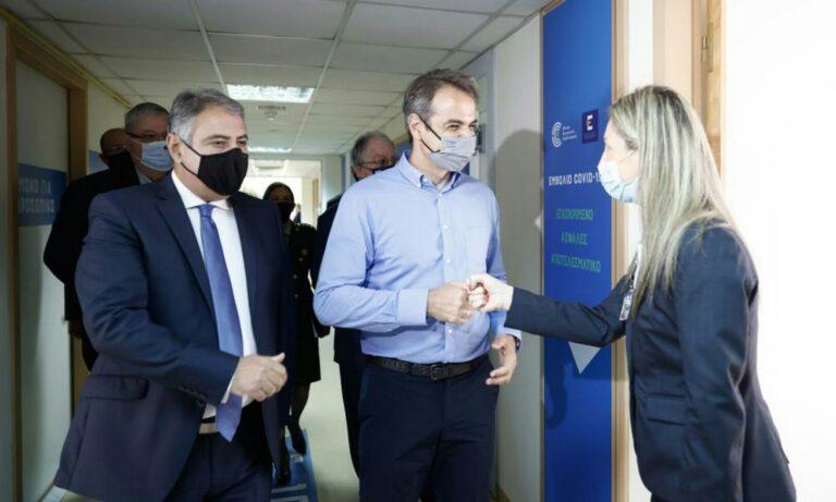 Στο νέο Εμβολιαστικό Κέντρο Ιωαννίνων ο Κυριάκος Μητσοτάκης